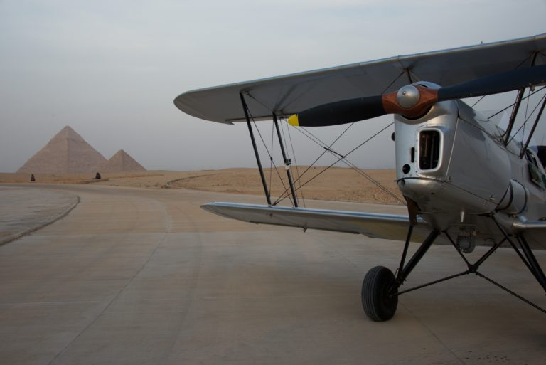 VAR, Egypt, Cairo, Team Frog&Kiwi landing at the pyramids @Beatrice De Smet