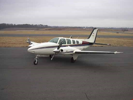 beechcraft baron ferrying service
